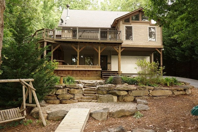 Lake Keowee water front! Close to Clemson.  Enjoy The New Hot Tub!!!!, vacation rental in Pickens