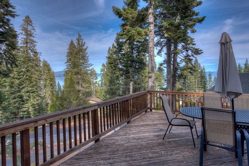 Tahoe Family Cabin | Sleep 8 | Walk to the lake, vacation rental in Tahoma