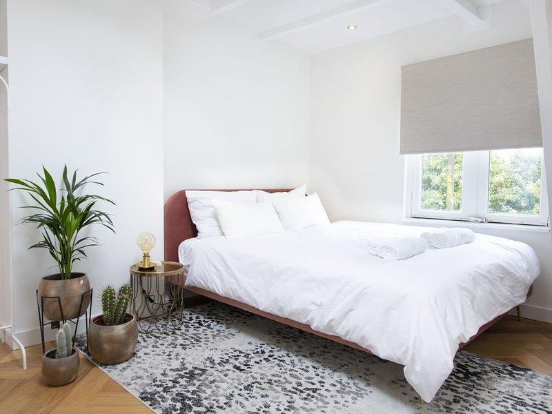 New! Stylish two bedroom studio - Amsterdam, holiday rental in Weesp
