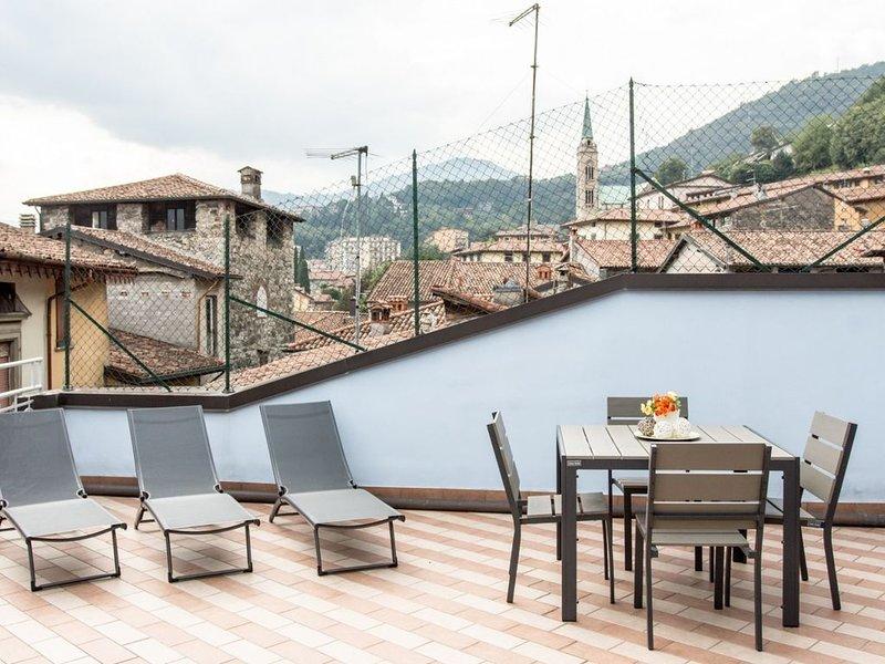 Appartamento con 5 posti letto e terrazza arredata, location de vacances à Solto Collina