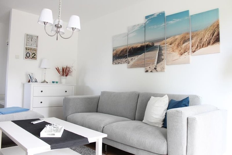 Ocean - komfortable, gemuetliche FeWo fuer 4 Personen, Sonnenterrasse, Grill, Hu, vacation rental in Born