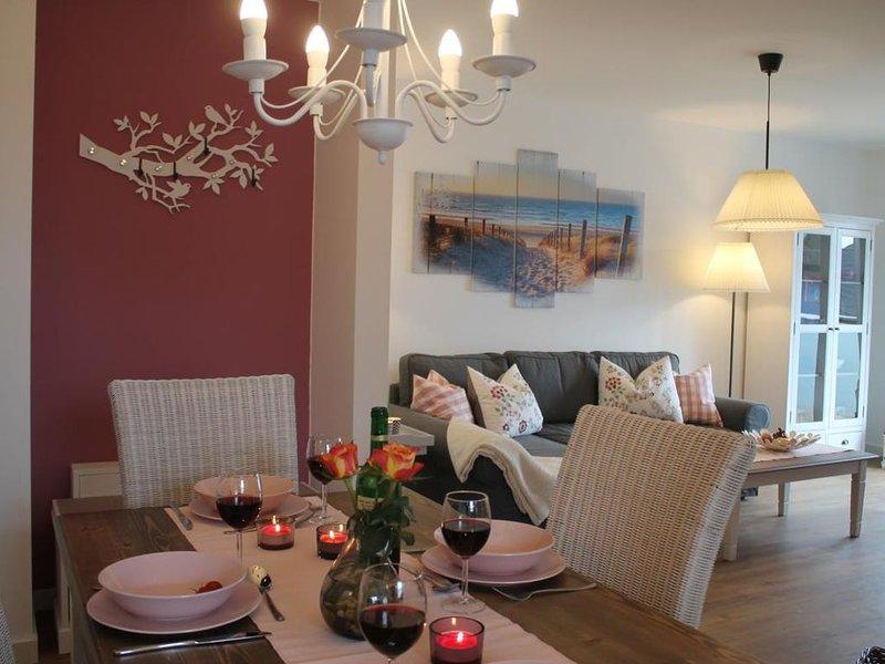 Abendsonne - komfortable, gemuetlich eingerichtete FeWo fuer 4 Personen mit Balk, vacation rental in Born