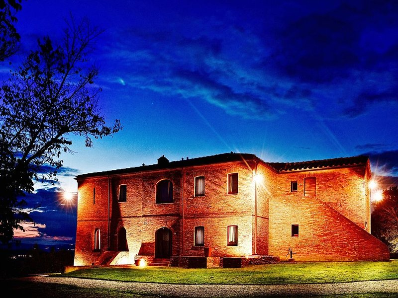 Agricola Neci: Tuscan Rural Luxury with a Private Lake and Housekeeping, holiday rental in Bollano