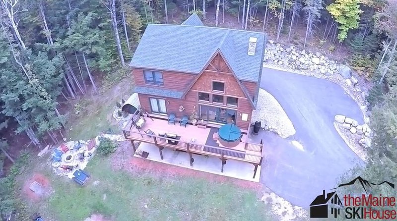 Private log chalet, great for families, NEW OPENING Sat Aug 8th to Aug 15th!, vacation rental in Newry