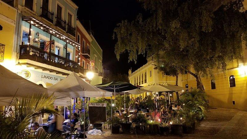 cafés en plein air animés dans le vieux San Juan