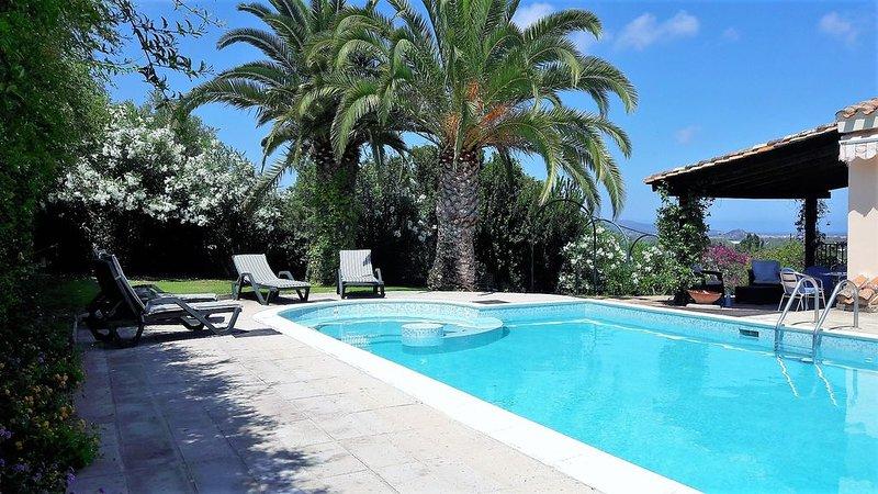 Private Pool Panoramic Villa with sea view inside Golf Resort, vacation rental in Santa Margherita di Pula