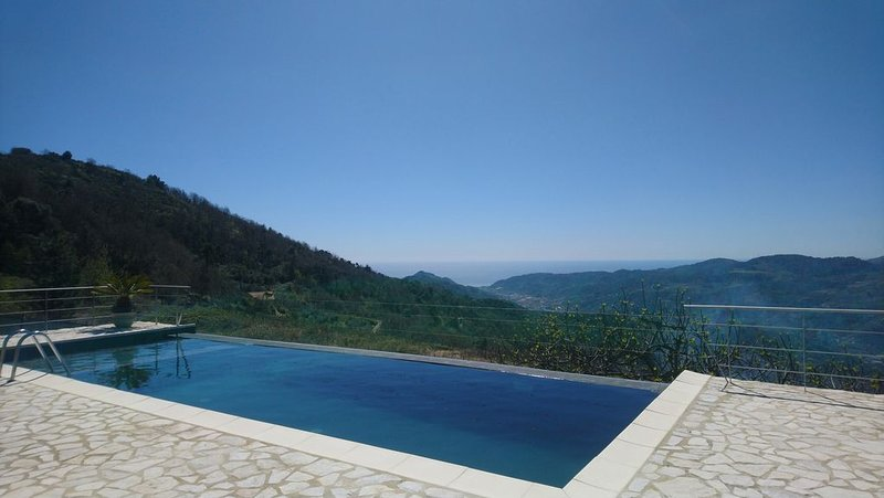 Villa with Pool on Two Levels With Stunning Mountain And Sea Views, holiday rental in Castel Vittorio