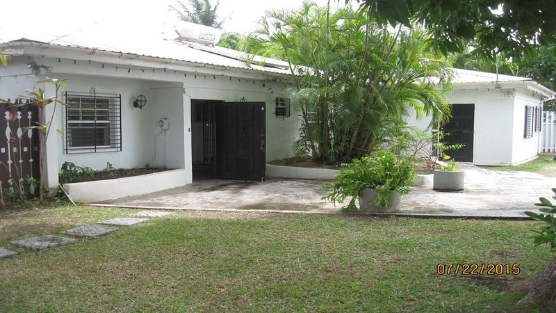 Villa Escape - Holetown - Ask about our discounts - FREE WiFi, holiday rental in Trents