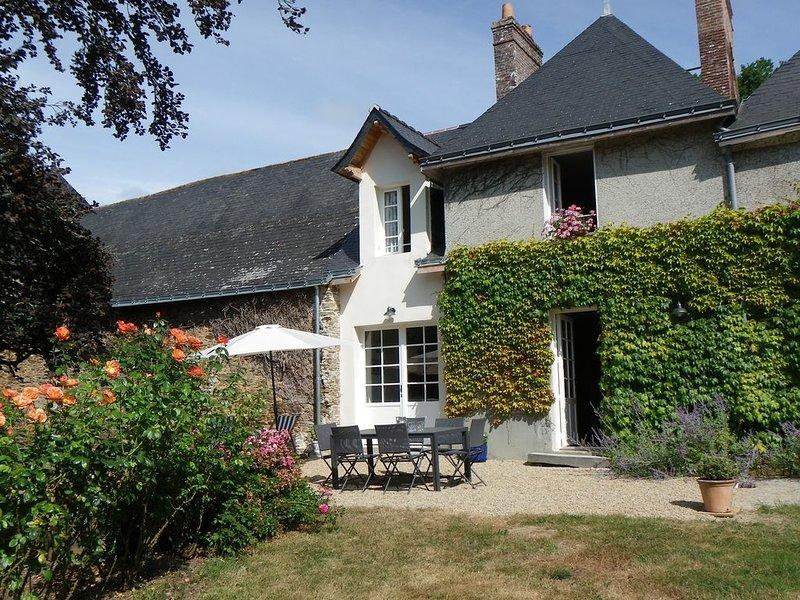 Gîte du Val d'Erdre dans une charmante propriété au bord de l'Erdre, holiday rental in Nozay