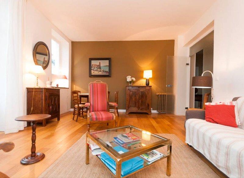 Appartement clair et spacieux dans une grande maison à 5mn de la Grande Plage, location de vacances à Pyrenees-Atlantiques