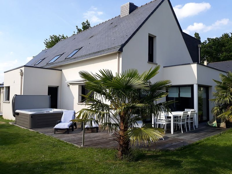 Maison familiale tout confort avec spa haut de gamme entre forêt, ville et mer, holiday rental in Liffre