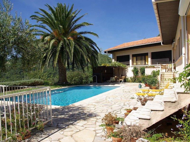 Exclusive Villa With Magnificent View, holiday rental in Claviers