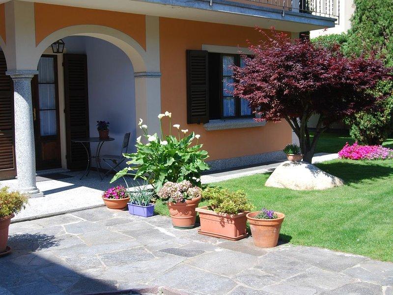 Villa con parcheggio privato a 5/10 minuti a piedi dal lago, casa vacanza a Lunecco
