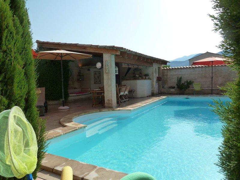 DUPLEX  AU CENTRE DE ST FLORENT AVEC  PISCINE CHAUFFEE JARDIN PRIVATIF, location de vacances à Haute-Corse