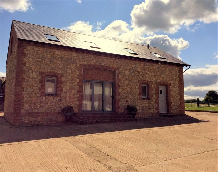 Beautiful Stone Barn in stunning rural Buckinghamshire, holiday rental in Long Crendon