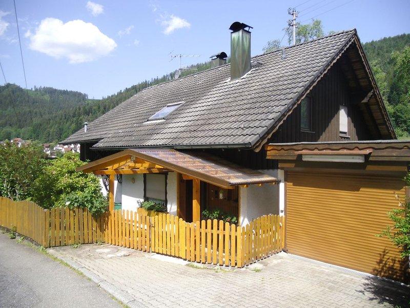 Kleine gem.Ferienwohnung ,im Tal liegend,mit Terasse ,Grill und Raucherecke, alquiler vacacional en Bad Wildbad