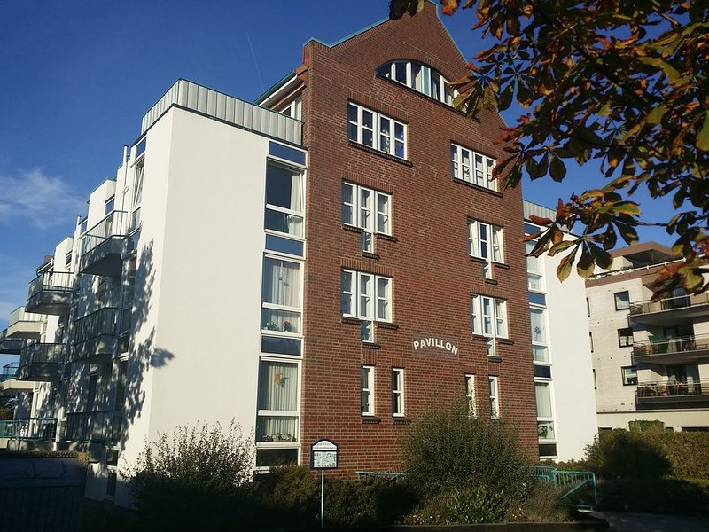 FeWo in Cuxhaven,familienfreundlich,Strandnah,Tiere erl.,WLAN,Ruhig,bis 4 Pers. – semesterbostad i Cuxhaven