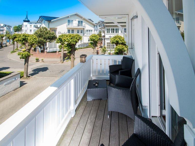 2 SZ Luxus Appartement am Kurpark in Strandnähe mit 2 Balkone, 3 x TV, WiFi, location de vacances à Ile de Rügen