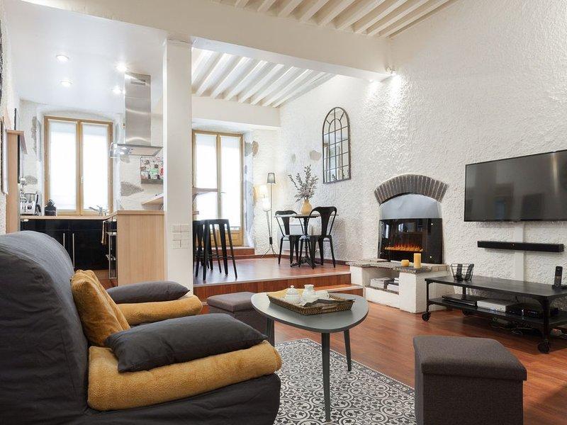 Au coeur de la vieille ville, Loft au calme avec jolie terrasse ensoleillée, vakantiewoning in Annecy