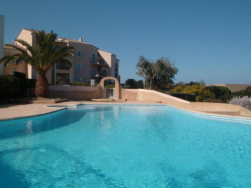 F3 L'ILE ROUSSE avec piscine dans résidence, location de vacances à Île-Rousse