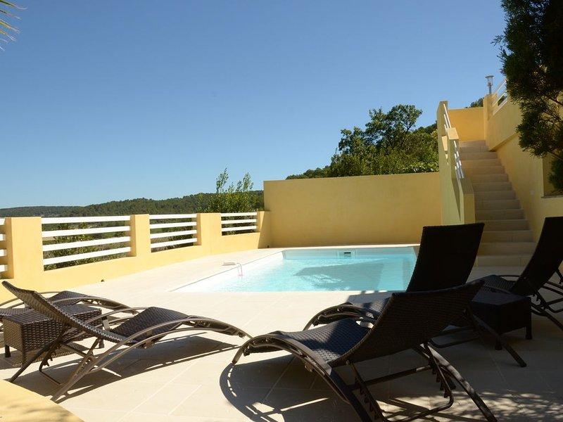Magnifique Villa avec vue dominante et piscine chauffée, location de vacances à Caveirac