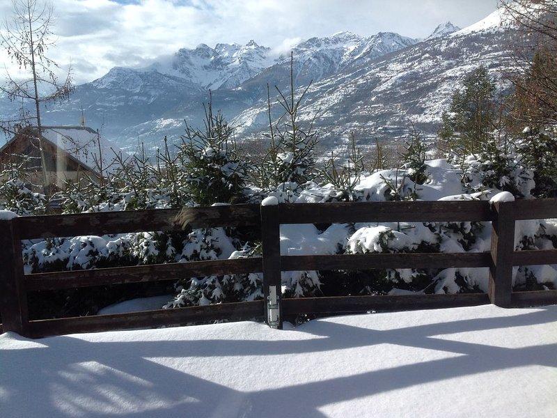 Chalet de 180m², vue exceptionnelle plein sud. Grands espaces, linge fourni., location de vacances à Hautes-Alpes