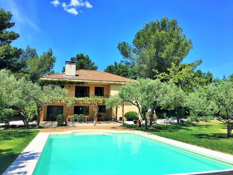 Maison en Provence classée 4*avec piscine, oliveraie dans un domaine de 3,5 ha, location de vacances à Mimet