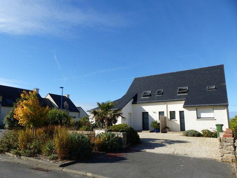 Maison récente proche des plages dans village calme, holiday rental in Erdeven