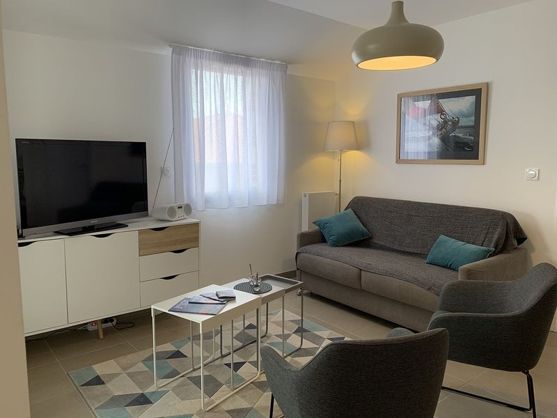 APPARTEMENT T2 STANDING *** CENTRE BOURG ET PROCHE PLAGE, vacation rental in Pornic