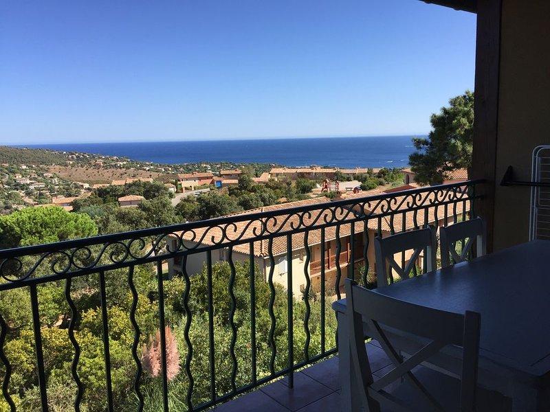 Le Hameau Belle Terrasse avec une Magnifique Vue Mer wifi gratuit, holiday rental in Les Issambres