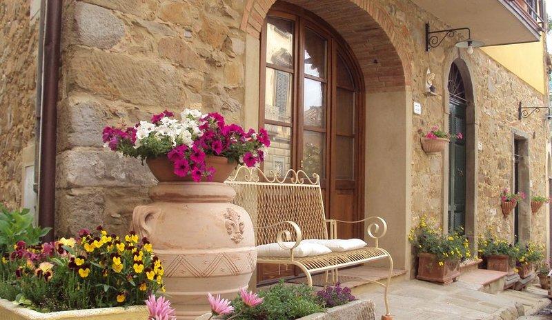 En Toscane, Séjour calme, joli, 8 personnes, Indépendante, Terrasse Panoramique, alquiler vacacional en Chianni