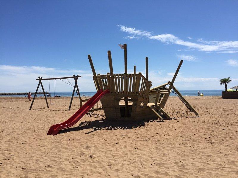 A deux pas de la plage bel appartement vue sur mer avec terrasse, holiday rental in Valras-Plage