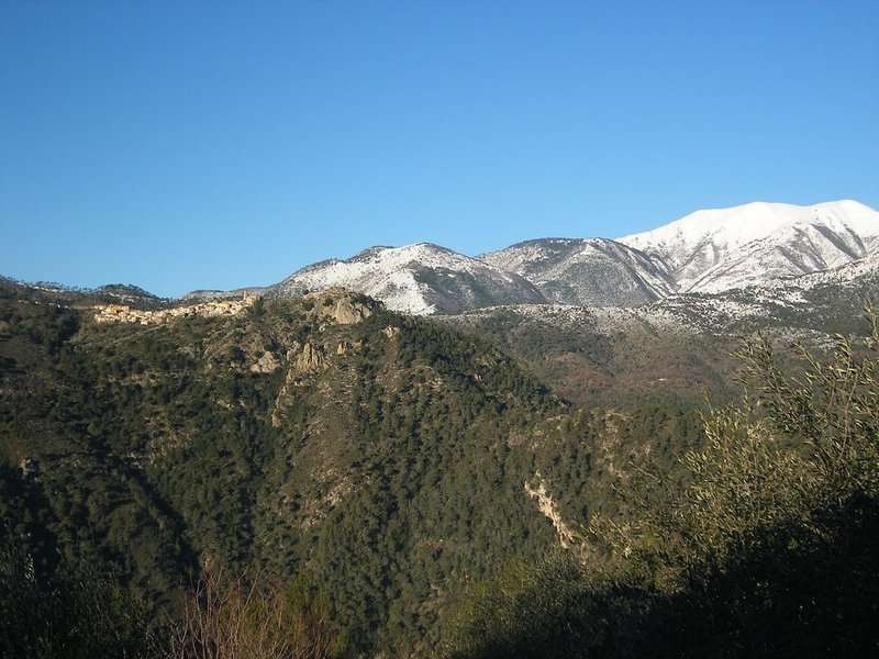 Une vue à couper le souffle sur la vallée, calme garanti.  Villa appart pour 6, holiday rental in Sospel