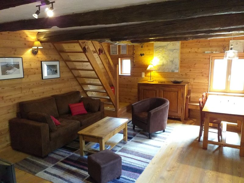 GITE COSY, CALME, Classé 4*, station accessible à ski - Parking, holiday rental in Aiguilles