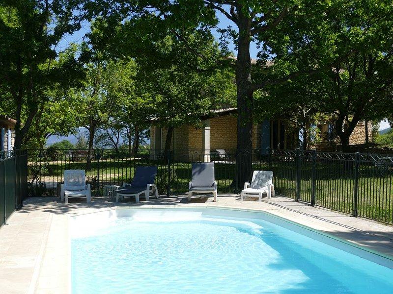 Mas provençal avec magnifique vue panoramique en plein coeur du luberon, holiday rental in Bonnieux en Provence