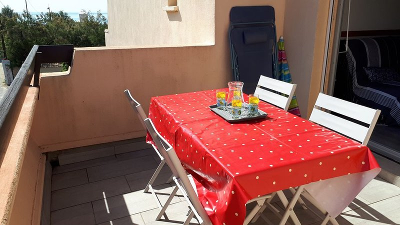 Appartement T2   4 personnes ,2 chambres , accès direct plage, holiday rental in Marseillan