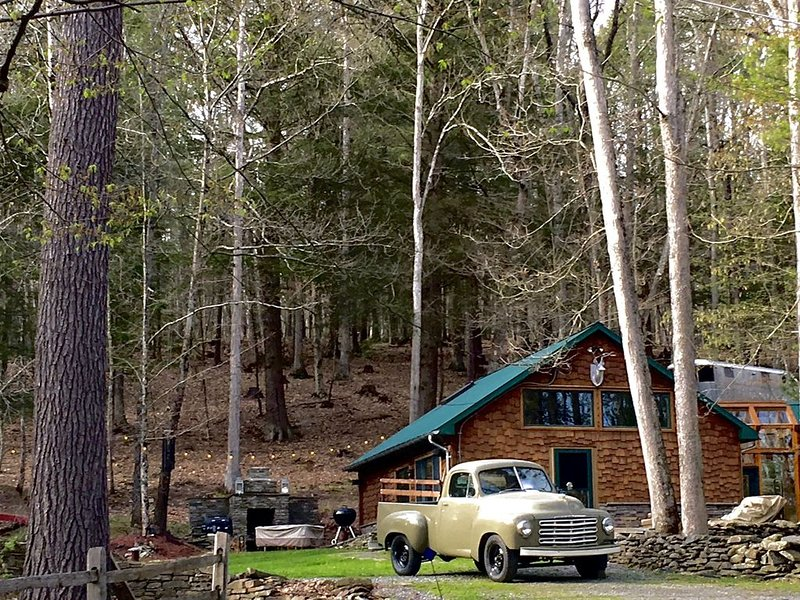 Rustic chic cabin just minutes away from the Delaware, vacation rental in Callicoon
