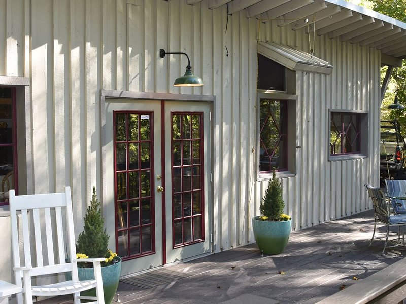 Rustic Retreat with Soothing Sauna, holiday rental in Candler