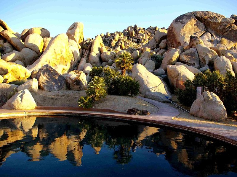 Romantic European-Style Villa on Boundary of Joshua Tree Park, vacation rental in Joshua Tree
