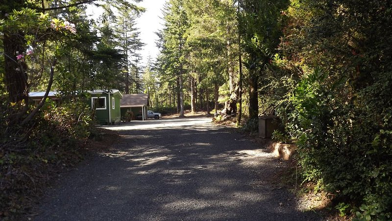 CLOSE TO DUNES!! CLOSE TO OLD TOWN FLORENCE!! CLOSE TO LAKES & RIVERS!!, vacation rental in Reedsport