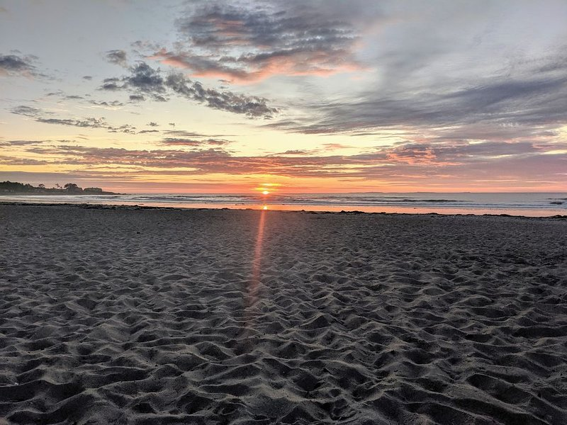 Walk to��️��️!�SUMMER 2021 NOW AVAILABLE!BOOK YOUR QUIET SUMMER RETREAT!!, vacation rental in Rye Beach