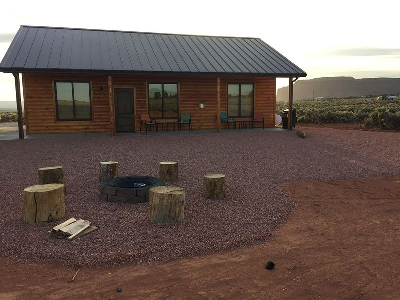 Come enjoy Play and Peace at Modern Cabin with Rustic Charm!, vacation rental in Kanab