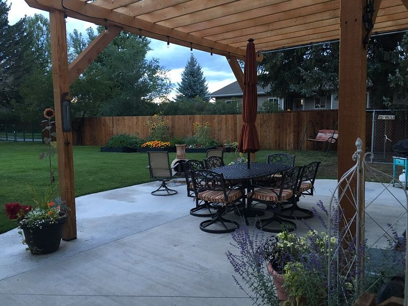Great Back Yard, Minutes To Downtown, Quiet, Cozy, Clean & Pet-friendly!, casa vacanza a Ralston