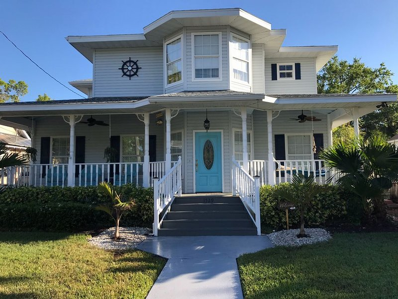 Walkable Downtown, Historic House, Private Pool, Bikes, 8 mi to Gulf Beaches!, holiday rental in Bradenton