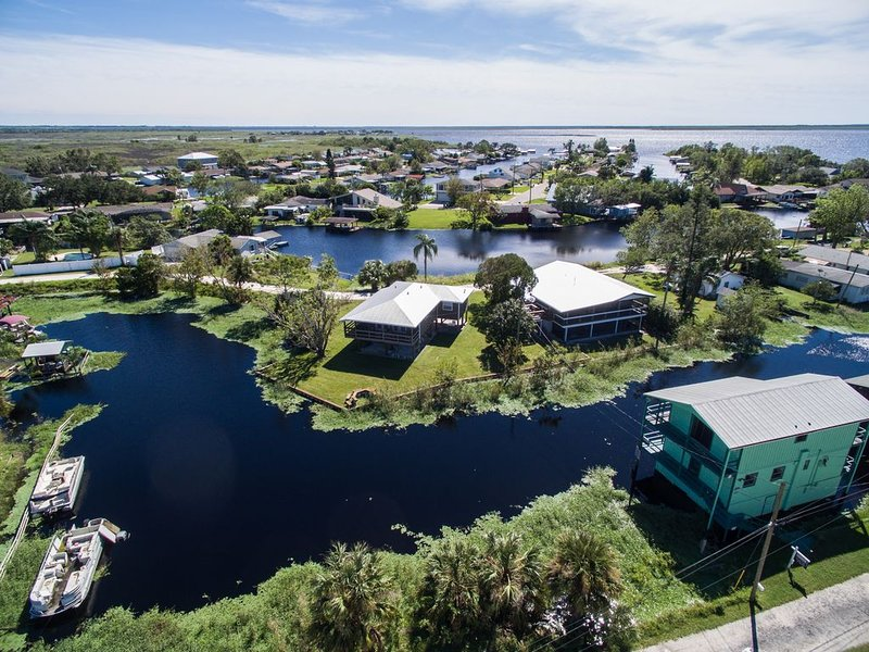 Luxury Waterfront Home In Cocoa, FL - Near Disney, Cruise Port & Beaches, alquiler vacacional en Cocoa