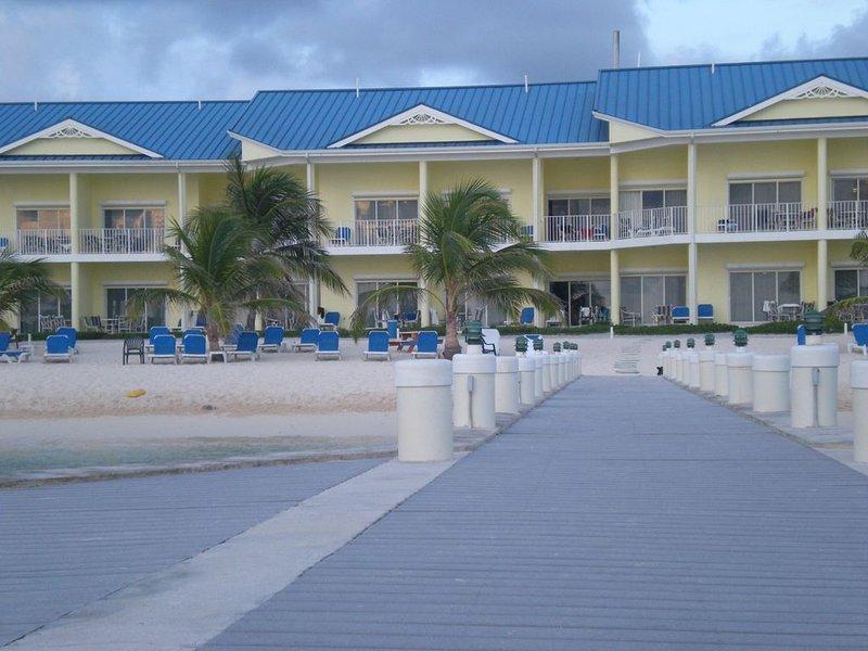 Beach Front 2 bdrm/2 bath Villa CastAway Cove Resort 1st Floor, holiday rental in East End