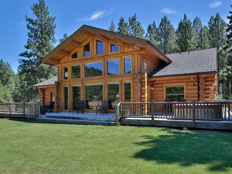 Cornerstone ~ Luxurious Log Home ~ Game Room ~ Outdoor Pool ~ Hot Tub, vacation rental in Leavenworth