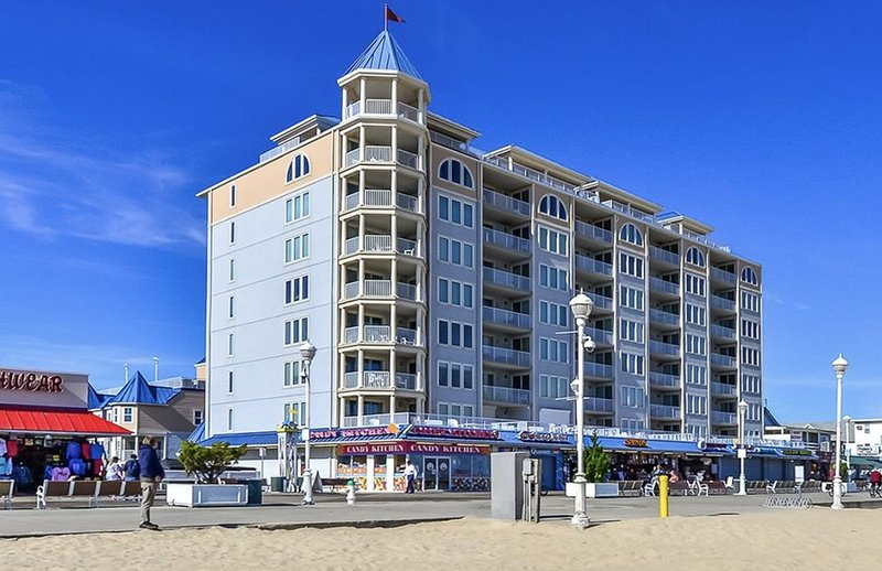 Belmont Towers Boardwalk Condo Gr8 Ocean Views Pool  Book now for 2021, location de vacances à Ocean City