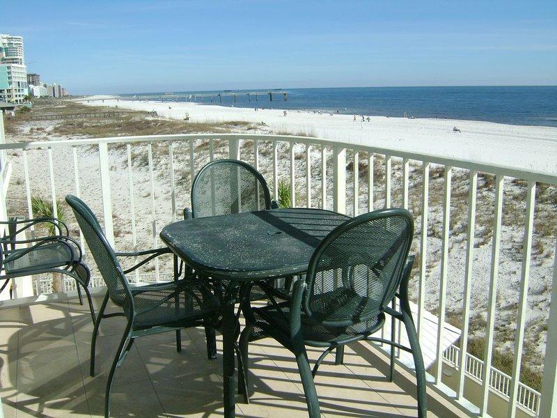 Book for Fall!  2/2   Beachfront Kg + 2 full beds + sleeper, vacation rental in Orange Beach