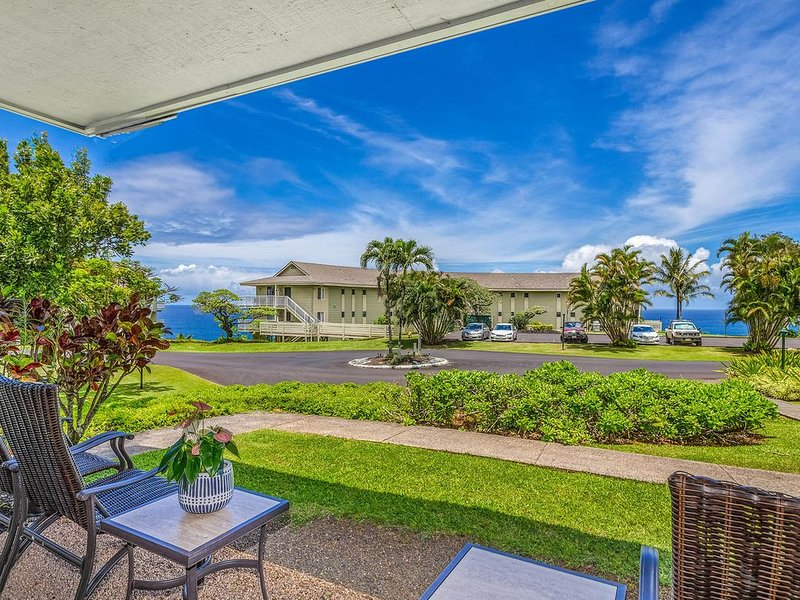 Air-Conditioned Luxury Condo with Ocean, Mountain, Jungle and Waterfall Views, vacation rental in Princeville